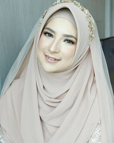 Muslimah Wedding Dress, Hijab Wedding Dresses, Wedding Make Up, Dream Wedding, Wedding Tips, Muslim Couple Photography, Wedding Hijab Styles, Indonesian Wedding, Foto Wedding