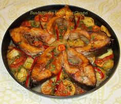 Pastrav la cuptor - Bunătăți din bucătăria Gicuței Romanian Food, Ratatouille, Fish Recipes, Paella, Food To Make, Shrimp, Seafood, Food And Drink, Vegetarian