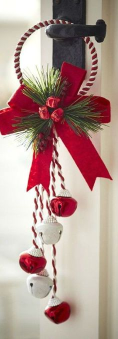 Awesome Christmas deco detail are readily available on our site. Take a look and you wont be sorry you did. Christmas Jingles, Christmas Bells, Christmas Projects, Christmas 2019, Christmas Home, Christmas Holidays, Christmas Wreaths, Christmas Ornaments, Christmas Centerpieces