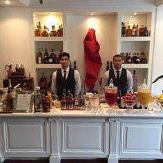Lindo bar da @brothersbarsp aqui no almoço do @buffetbelasintra !!! @chivasbrasil @absolutbrasil @perrierjouetbrasil #czeventos #czebelasintra by tdtpacheco