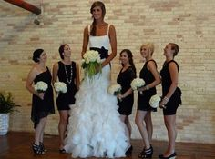 tallest people in the world | The Tallest bride Of The World