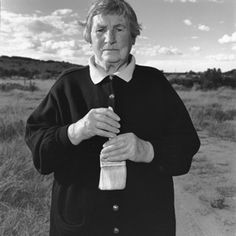 The ultimate minimalist, Agnes Martin. Portrait by legendary photographer Mary Ellen Mark.