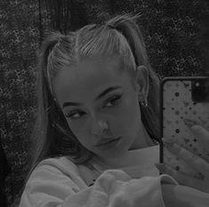 Aesthetic Hair, Bad Girl Aesthetic, Cute Poses For Pictures, Girl Pictures, Girl Photo Poses, Girl Photography Poses, Shotting Photo, Beautiful Girl Makeup, Selfie Poses