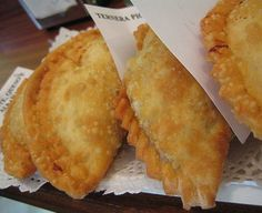 These empanadas are easy and you may filling with cheese, little mushroom (champiñons), different veggies,prawns and cheese or spinachs. Mexican Cooking, Mexican Food Recipes, Filipino Recipes, Beef Recipes, Yummy Recipes, Dim Sum, Quesadillas, Cheese Empanadas Recipe, Empanadas Dough For Frying