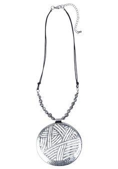 collier pendentif et perles metal argent