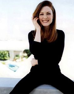 Julianne Moore, another one of my favorite actresses. I loved her in The Kids Are All Right. Julianne Moore, Beautiful One, Beautiful People, Beauty And Fashion, Mein Style, Mademoiselle, How To Pose, Jolie Photo, Carrie Bradshaw
