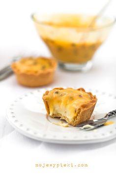 white chocOlate & passionfruit cupcakes