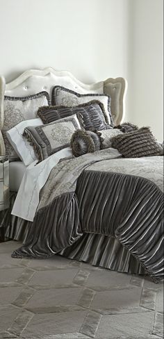 Is it possible to have too many pillows? Of course not, silly! #pillows