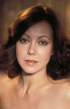 Jenny Agutter Logan's Run, American Werewolf In London, Beautiful People, Beautiful Women, Celebrity Portraits, Celebrity Photos, Redhead Girl, British Actresses, Hollywood Actresses