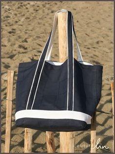 sac de plage marine et blanc