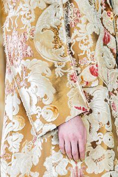 Marni Fall 2020 Ready-to-Wear Fashion Show Details: See detail photos for Marni Fall 2020 Ready-to-Wear collection. Look 119 Vogue Paris, Vintage Couture, Fashion Show, Fashion Trends, Fashion Music, Models, Mannequins, Fashion Details, Floral Tops