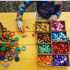 How to Play with Grapat Mandalas Loose Parts – Modern Rascals Family Day Care, Beading For Kids, Block Play, Play Based Learning, Toy Rooms, Montessori Toys, Creative Play, Easy Crafts For Kids, Imaginative Play
