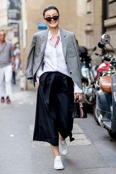 【ELLE】オーセンティックな逸品で叶えるモダントラッド | シャツ感覚で羽織る「夏でもジャケット!」がファッショニスタの合言葉
