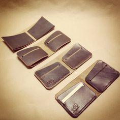 Steps of making the Minimalist Bi-fold Wallet. www.440gentlemansupply.com Simple Wallet, Small Purses, Small Leather Wallet, Leather Projects, Leather Accessories, Gentleman, Stitches, Wallets, Minimalist