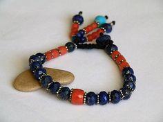 Lapis Lazuli edelsteen armband  rood koraal door DancingLotusDesigns