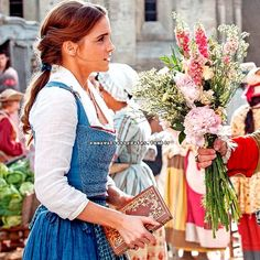 New picture of Emma Watson in 'Beauty and the Beast'