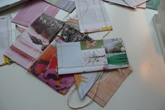 How to make your own bunting from old magazines. A way to use all those old magazines that are pilling up at home. You can make your own colorful bunting. An easy and cheap way to give your walls and home a playful look for a party or everyday.