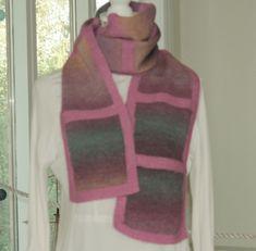 Langt skjerf Mini, Sweaters, Fashion, Moda, Fashion Styles, Sweater, Fashion Illustrations, Sweatshirts, Pullover Sweaters