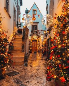 From the tip of the boot to the Alpine towns of the north, these are the 7 prettiest places to visit during Christmas in Italy. Christmas Scenery, Cosy Christmas, Christmas Time Is Here, All Things Christmas, Christmas Holidays, Merry Christmas, Xmas, Beach Christmas, Christmas Games