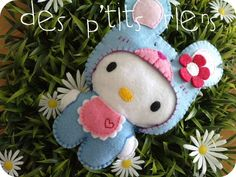 FREE Felt Hello Kitty Pattern / Template (in right side scroll bar, click on the two pictures to the left of this picture)