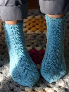 Neulotut palmikkosukat Novita 7 Veljestä | Novita knits
