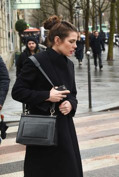 Charlotte Casiraghi seduce (ancora) Parigi: la sua bellezza è mozzafiato… Guarda le foto | People