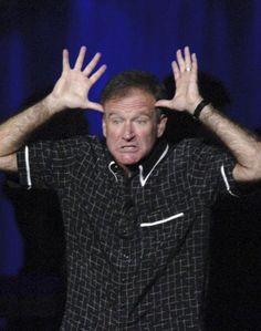 Trauer um Robin Williams: Er machte immer das, was er ganz zum Anfang gemacht hatte: Stand up Comedy. Mehr dazu hier: http://www.nachrichten.at/nachrichten/society/Schauspieler-Robin-Williams-nahm-sich-das-Leben;art411,1468182 (Bild: epa)