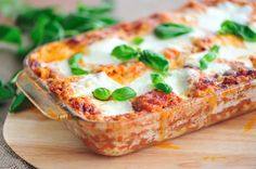 Healthy Low Cal Lasagna: A healthy, low calorie and high protein lasagna recipe that uses fat free cheese, low fat beef, frozen spinach and whole wheat lasagna noodles. (I would swap the low fat beef for lean ground turkey. Protein Lasagna Recipe, Healthy Lasagna, Lasagna Recipes, Pasta Recipes, Fodmap Recipes, Diet Recipes, Cooking Recipes, Healthy Recipes, Healthy Food