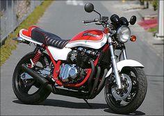 Customised '92 Kawasaki Zephyr 750.  Aircooled fireball!