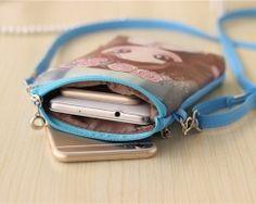 Crossbody kožená kabelka s rozkošným cartoon motívom Coin Purse, Cartoon, Purses, Wallet, Fashion, Handbags, Moda, Fashion Styles, Cartoons