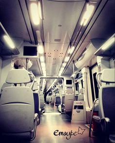 2001 Odisea en el espacio ...  o un tren de #bcn cuando no hay un alma  #phonepics #emayte