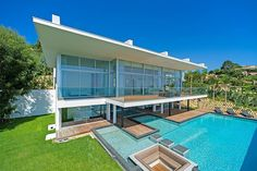 #Cannes modern style #villa of 250 sqm  http://www.palm-properties.com/super-cannes-panoramic-seaview-v0068cn.html