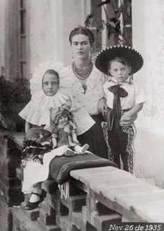 Frida Kahlo with her two nephews in November 26 1935.