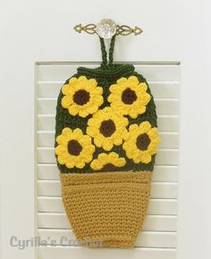 free images to sew bag holders Crochet Sunflower, Crochet Flowers, Crochet Kitchen, Crochet Home, Knitting Projects, Crochet Projects, Grocery Bag Holder, Grocery Bags, Plastic Bag Crochet