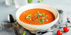 Det er ikke vanskelig å lage hjemmelaget tomatsuppe. Oppskrift på verdens beste tomatsuppe med fyldig smak av søte tomater. Thai Red Curry, Food To Make, Soup, Fruit, Ethnic Recipes, Soups, Chowder