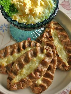 Die Karelische Pirogge: The Karelian Pie (You will need to copy the text and paste it into Google translate if you can't read German.)