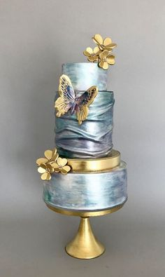 The Chic Technique: Three-tiered wedding cake in satin silver and gold. Very u… The Chic Technique: Three-tiered wedding cake in satin silver and gold. Elegant Wedding Cakes, Elegant Cakes, Beautiful Wedding Cakes, Gorgeous Cakes, Wedding Cake Designs, Pretty Cakes, Amazing Cakes, Blue Wedding Cakes, Cake Wedding