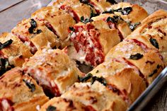 Pull Apart Pizza Garlic Bread - Twisted
