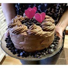Äitienpäiväkakku - 3 herkullista reseptiä Sweet Cakes, Food And Drink, Cooking Recipes, Birthday Cake, Baking, Eat, Desserts, Garden, Candy Cakes