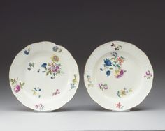 A SET OF FIVE MEISSEN DISHES, 18TH CENTURY.