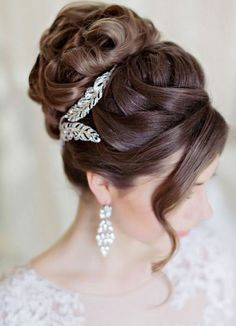 Wedding hairstyle idea; Featured Photographer: Liliya Fadeeva, Featured Hairstyle: Websalon Wedding