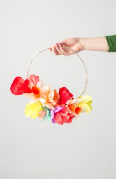 20 Modern Faux Flower Arrangements Brighten up your space with this DIY floral streamer wreath. Paper Flower Wreaths, Easter Wreaths, Paper Flowers, Floral Wreath, Paper Garlands, Spring Wreaths, Origami, Faux Flowers, Diy Flowers