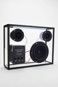 — People transparent speaker / Transparência Física / Podemos ver o interior da caixa de som com todos os seus elementos.