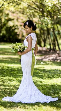 Gorgeous crocheted wedding dress. Wish I'd thought of doing it for my wedding! Photo credit: Jerome Tso