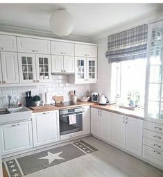 30 Designs Perfect for Your Tiny Kitchen White Kitchen Cabinets Designs Kitchen kitchencabinetskitchenrugskitchenide Perfect Tiny Modern Kitchen Room, New Kitchen, Kitchen Renovation, Kitchen Room Design, Kitchen Decor, Kitchen Remodel, Home Kitchens, Kitchen Interior, Modern Kitchen Curtains