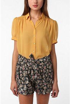 high wasted shorts <3.<3