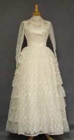 Beautiful Ivory Lace Wedding Gown w/ Tiered Side Panels