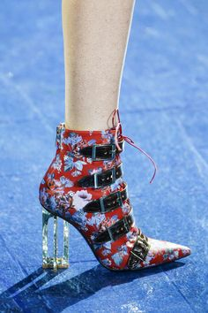 See detail photos for Mary Katrantzou Spring 2016 Ready-to-Wear collection.