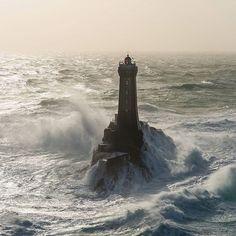 Tempête à la pointe du raz www.mathieurivrin.com #bretagne #france #finistère #phare #nikonfr #nikon #tempête #pointeduraz #ocean #storm #photooftheday #bestoftheday #lightouse #wow_planet #discover #earth