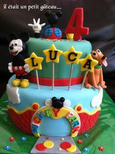Gâteau maison de Mickey. Mickey house cake